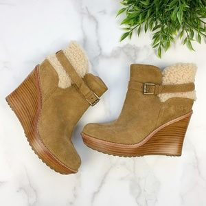 UGG  Anais Wedge Shearling ankle boot